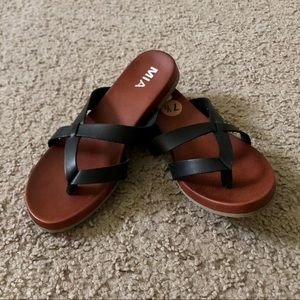 MIA Black Teela Sandals Flip Flops Size 7.5 NWT